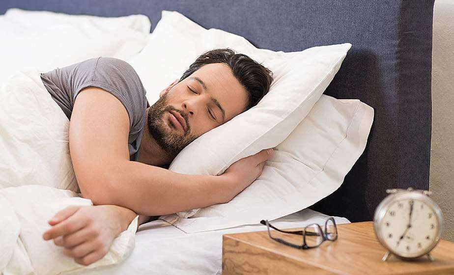 Почему нельзя спать на двух подушках одному человеку ...
