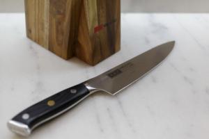 Почему нельзя оставлять нож на столе на ночь: плохие приметы